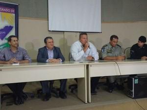 Equipe da Segurança Pública comenta as investigações (Foto: Lucas Leite/G1)