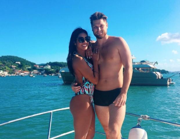Amanda Djehdian e namorado (Foto: Reprodução/Instagram)
