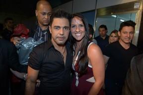 Zezé Di Camargo e Graciele Lacerda em bastidores de show em em Goiânia (Foto: Francisco Cepeda/ Ag. News)