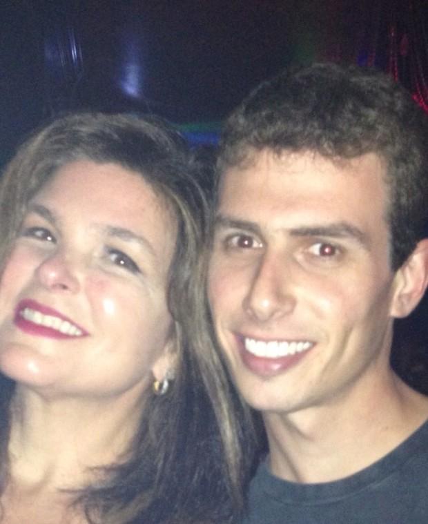 Cristiana Oliveira beija em festa em Miami (Foto: Reprodução)