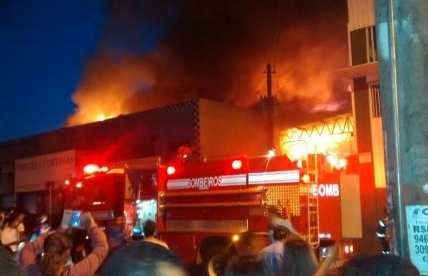 Incêndio atingiu loja de festas em Goiânia, Goiás (Foto: Arquivo Pessoal/Bruno Santana)