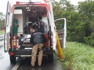 Samu fez os primeiros atendimentos à família no local do acidente (Foto: Ana Cláudia Mendes/Inter TV)