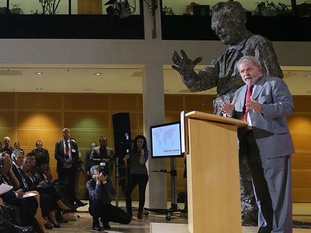 O ex-presidente Lula, durante discurso em conferência na Alemanha (Foto: Ricardo Stuckert/Instituto Lula)