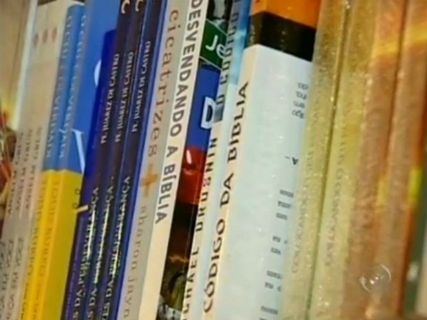 Livros sobre a fé liberam a lsita dos mais vendidos no Brasil. (Foto: Reprodução TV Tem)