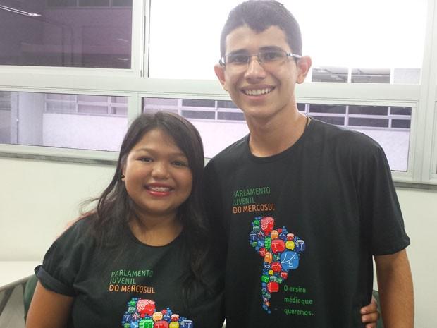 """Joyce Moraes e Mateus Meireles são parlamentares juvenis do Mercosul e participaram da apresentação dos """"10 Desfiso do Ensino Médio no Brasil"""".  (Foto: Tábata Poline/G1 MG)"""