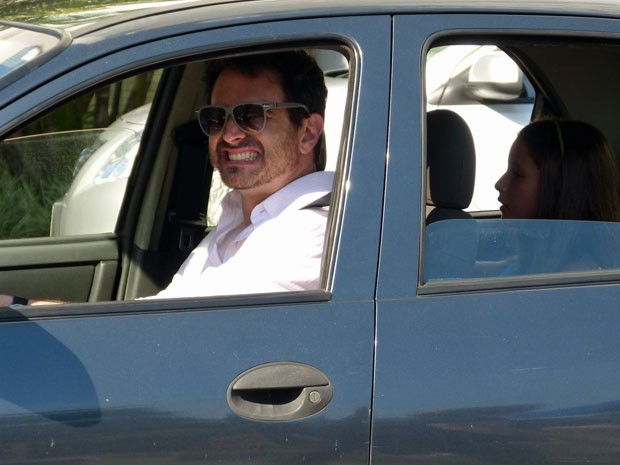 Caco faz careta durante a gravação (Foto: Salve Jorge/TV Globo)
