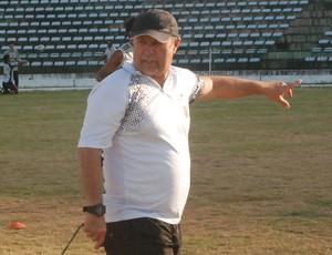 Pedro Manta, técnico do Botafogo-PB (Foto: Lucas Barros / globoesporte.com/pb)