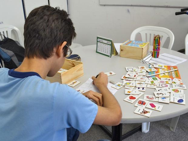 Estudante diz que todo surdo gosta de estudar no Sesquicentenário (Foto: Krystine Carneiro/G1)