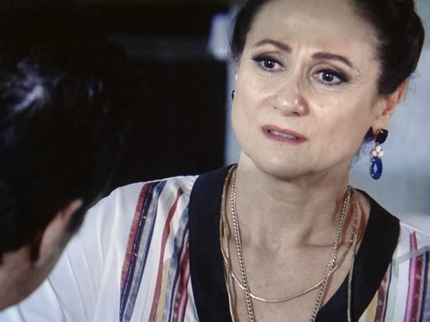 Berna não suporta a ideia de se separar do marido (Foto: Salve Jorge/TV Globo)