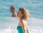 Naomi Watts, recém-solteira, curte praia em Cancún