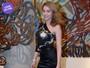 Look do dia: Maria Melilo aposta em saia sexy e comportada em teatro