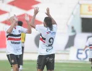 Dênis Marques - Fabrício Ceará - Santa Cruz (Foto: Aldo Carneiro/Pernambuco Press)