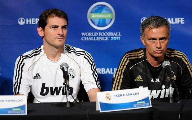 Casillas e Mourinho (Foto: AFP)