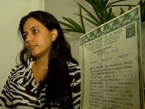 Ana Paula alega que seu bebê foi trocado na Santa Casa de Franca (Foto: Cláudio Oliveira/ EPTV)