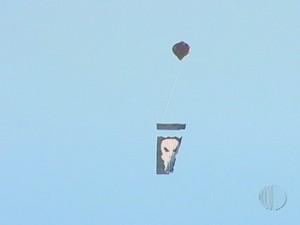 Balão é flagrado sobrevoando Mogi das Cruzes (Foto: Reprodução/TV Diário)