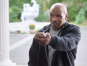Frame comercial da Foot Locker - Tyson / Rodman (Foto: Reprodução / Foot Locker)