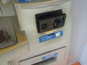 Objeto tinha sido colocado junto a leitor de cartões (Foto: Polícia Militar / Arquivo Pessoal)
