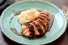 Peito de frango com laranja e purê de batatas: receita da Rita Lobo para o Cozinha Prática