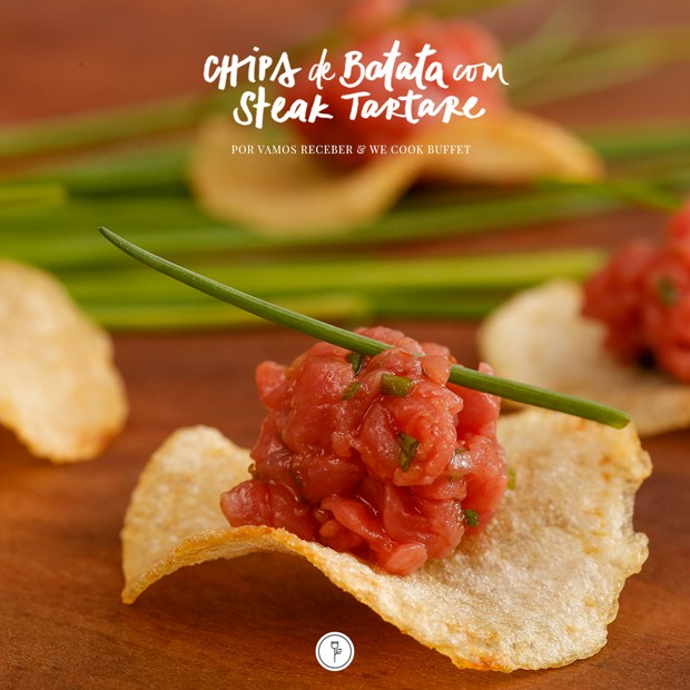Chips de batata com steak tartare: aprenda receita de aperitivo (Foto: Vamos Receber)