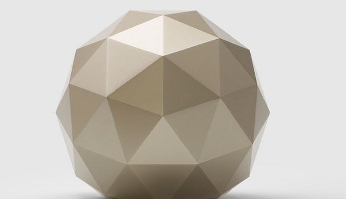 Norton Core tem design esférico com cores de dourado e prateado (Foto: Divulgação/Symantec)