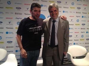 Paco Ragageles, presidente da Futura Networks e cofundador da Campus Party, e Antonio Carlos Valente, presidente da Telefônica, no anúncio da Campus Party, de 2014, em São Paulo. (Foto: Helton Simões Gomes/G1)