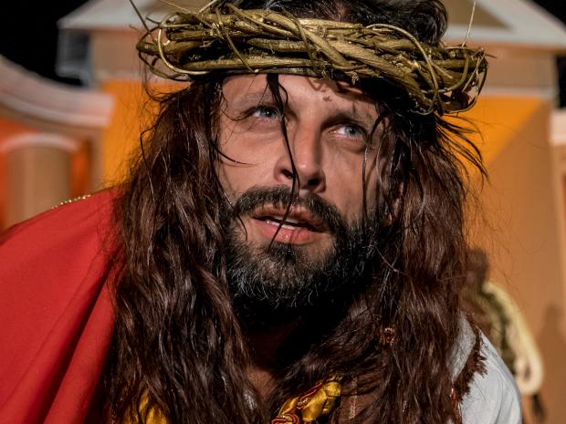 Henri Castelli interpreta Jesus em peça 'Auto da Paixão' em Cuiabá (Foto: José Medeiros/ Gcom-MT)