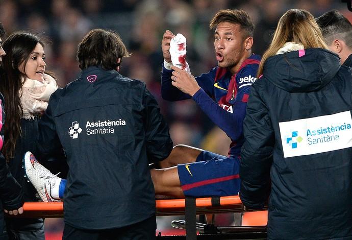 Neymar machucado, Barcelona x Atlético de Madri (Foto: AFP)