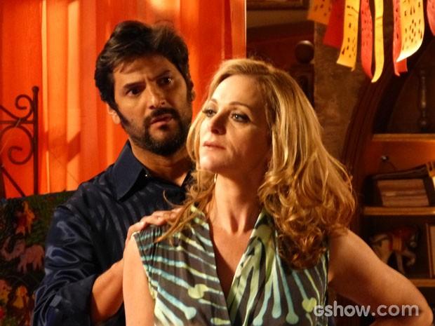 Na frente de todos os convidados, Maura situa Cícera (Foto: Malhação / TV Globo)
