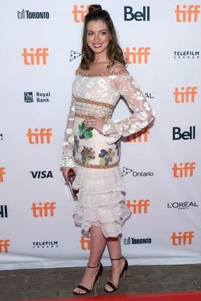 Anne Hathaway em festival de cinema em Toronto, no Canadá (Foto: Matt Winkelmeyer/ Getty Images/ AFP)