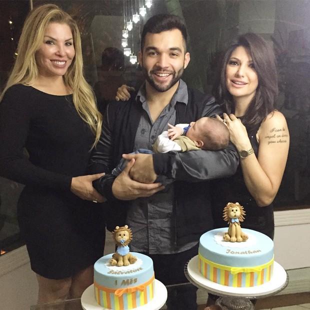 Verônica Costa, Jonathan Costa (com Salvatore no colo) e Antônia Fontenelle (Foto: Reprodução / Instagram)