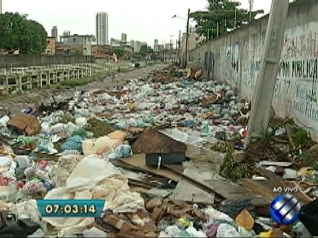 Acúmulo de lixo é flagrado no bairro do Jurunas, em Belém (Foto: Reprodução/TV Liberal)