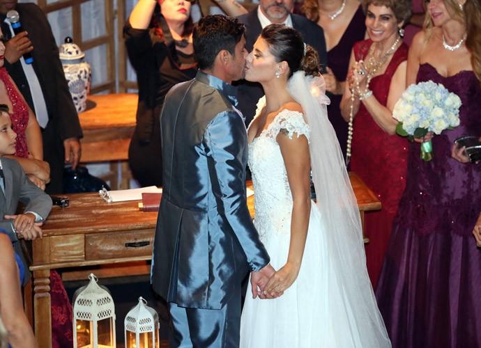 Fran e Diego dizem o tão esperado 'sim' (Foto: Isabella Pinheiro/Gshow)