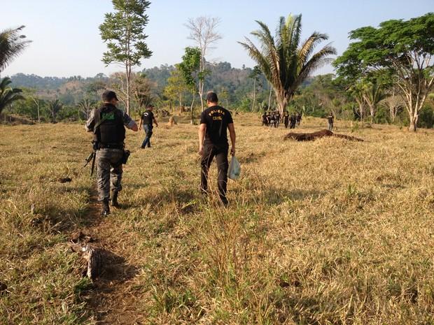Operação Porteira Fechada deu início as buscas dos corpos em Monte Negro (Foto: Eliete Marques/G1)