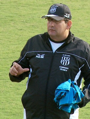 Guto Ferreira durante treino da Ponte Preta (Foto: Carlos Velardi/ EPTV)