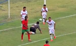 """Alexandro """"Coruja"""" comemora gol: esse valeu (Foto: Reprodução/TV Morena)"""