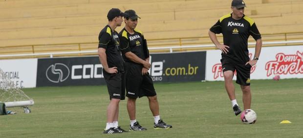 Paulo Comelli e Bruno Comelli, técnico e auxiliar do Criciúma (Foto: Fernando Ribeiro, Divulgação / Criciúma)