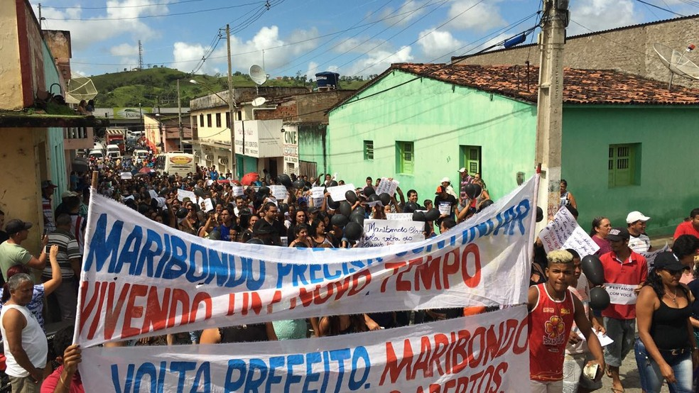Moradores saíram às ruas para pedir que prefeito de Maribondo seja libertado (Foto: Arquivo Pessoal)