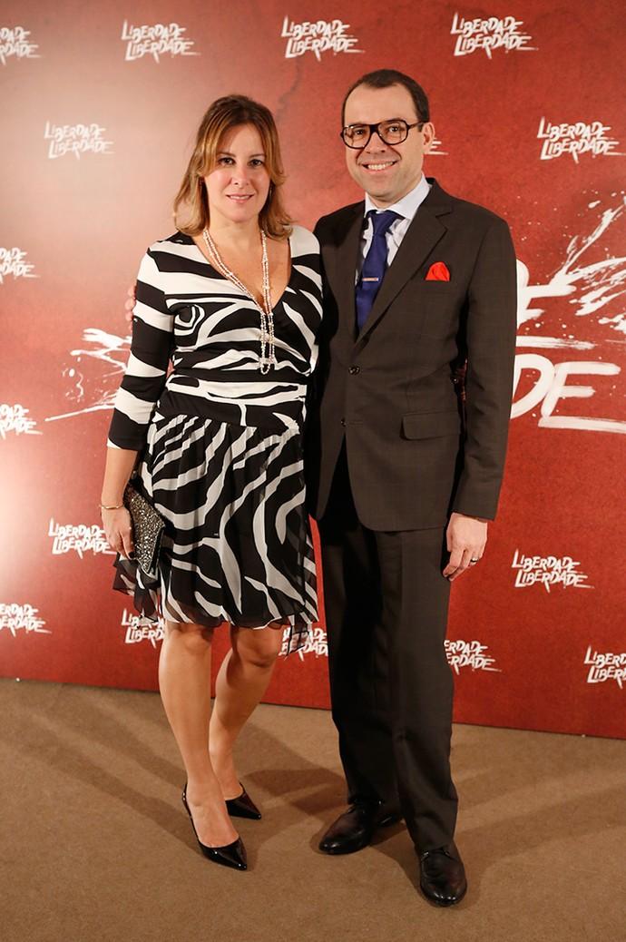 Mario Teixeira, supervisor da trama, e sua esposa, Yara Heleodora, posam antes de evento (Foto: Fabiano Battaglin/Gshow)