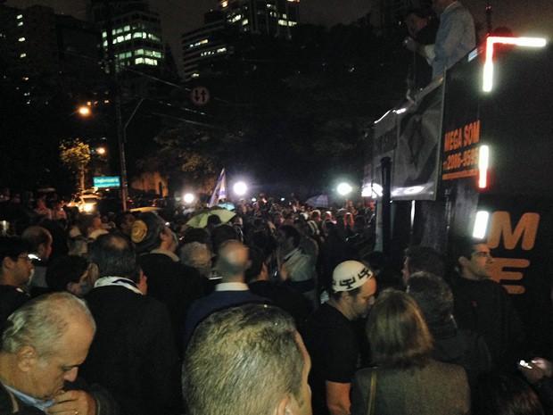 Ato da comunidade judaica em praça de Higienópolis, na região central de São Paulo, reuniu cerca de 600 pessoas, segundo a PM (Foto: Marcelo Mora/G1)