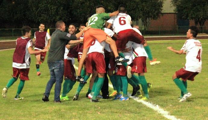 Comemoração do Tricolor após o golaço aos 33 minutos do segundo tempo (Foto: Imagem/Tércio Neto)