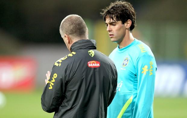 Kaká e Mano Menezes no treino da seleção brasileira (Foto: Mowa Press)