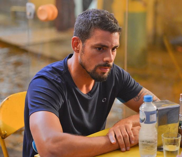 Juliano diz que é melhor não envolver Tóia (Foto: Pedro Carrilho/ Gshow)
