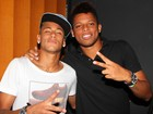 Neymar estica a noite e termina a madrugada no show de Buchecha