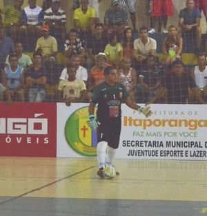 Rogério; goleiro; futsal; Itaporanga (Foto: Thiago Barbosa)