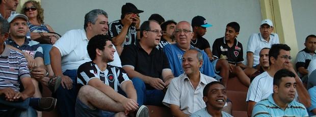 Marcelo Vilar acompanhando o Botafogo-PB (Foto: João Neto)