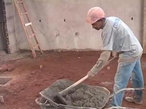 Falta mão de obra nas construções de Cianorte (Foto: Reprodução/RPCTV)