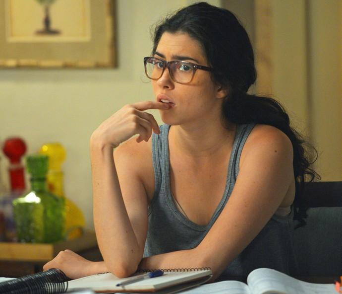 Em que Olívia Torres devia estar pensando? Foto exclusiva capta expressão da atriz (Foto: Gshow)