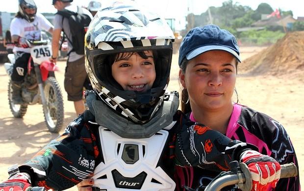 Gregori Motta e sua mãe Kelly (Foto: Adeilson Albuquerque/GLOBOESPORTE.COM)