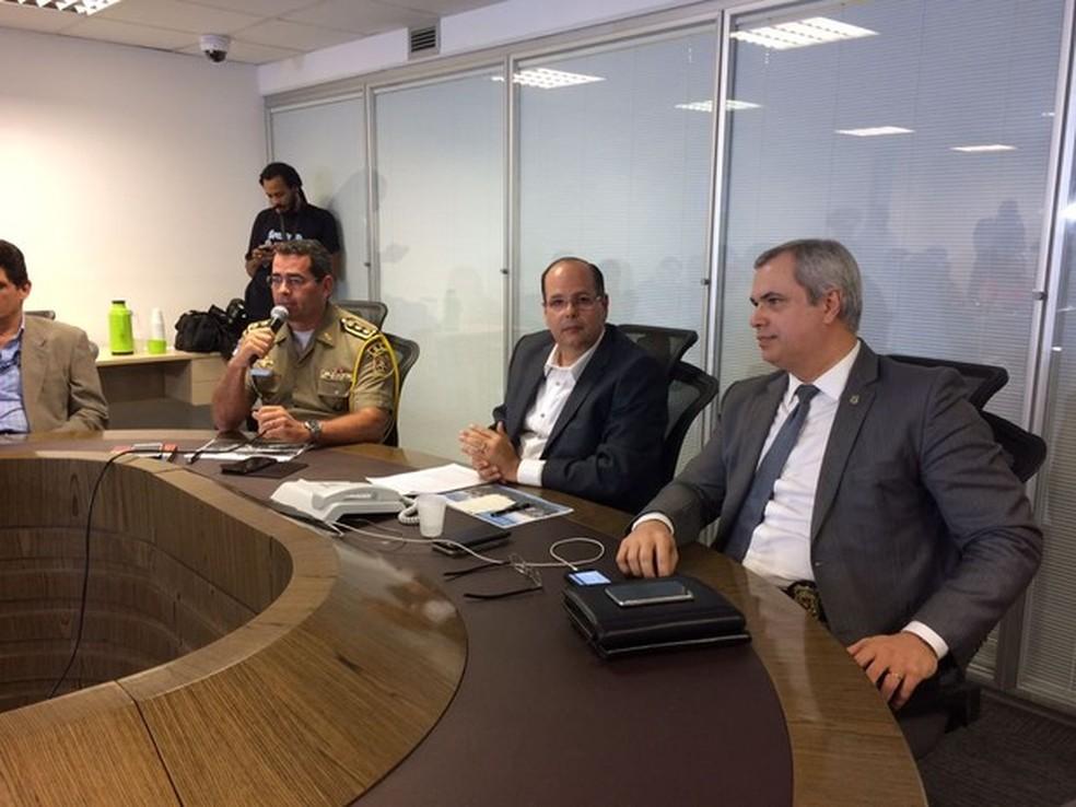 Antônio Barros (direita) teve férias autorizadas (Foto: Thays Estarque/G1)