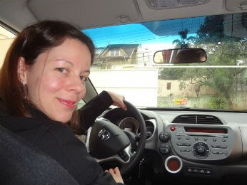 Silvia superou o medo de dirigir após terapias com uma psicóloga  (Foto: Adriana Justi / G1)